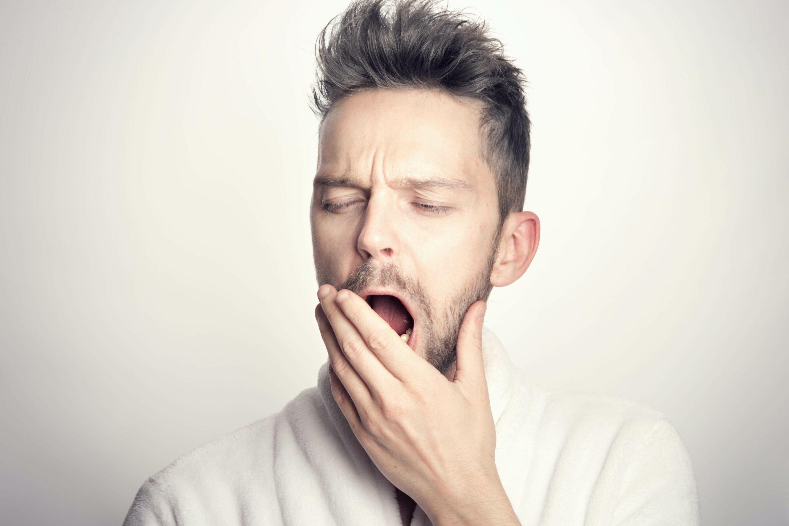 熬夜的壞處包括失眠導致的精神不濟