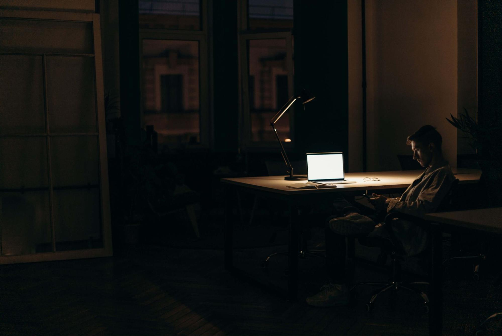 長期熬夜等於慢性自殺
